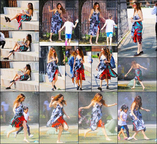 01.06.16 ─ Selena Gomez a été photographiée, pendant, qu'elle quittait son hôtel, qui se situais, dans Brooklyn.Selena G. s'est accorder un peu de plaisir pendant son temps libre nous l'avons retrouver dans un parc où Selena s'est amusée avec des enfants. Un top