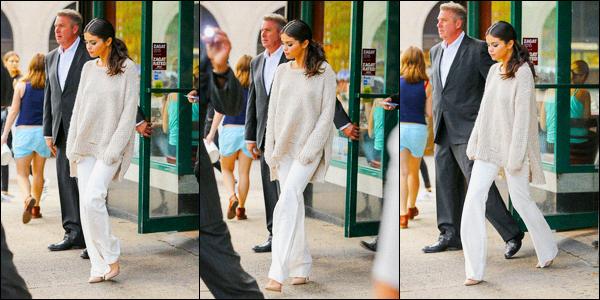 11.09.2015 ─ Selena Gomez a été photographiée, alors, qu'elle quittait un restaurant Chinois, étant, à New-York.Après avoir était au défilé de Raph Lauren, Selena G. s'est offert un repas dans un restaurant chinois comme elle adore tant ! Pour sa tenue, c'est un top.