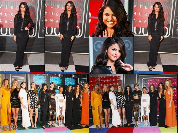 30.08.2015 ─ Selena Gomez était présente à la cérémonie des « Video Music Awards 2013 » étant à Los Angeles.Selena Gomez a poser avec le cast du clip de Taylor Swift « Bad Blood » qui a gagnée l'award de la meilleure vidéo de l'année. Sa tenue c'est un flop...