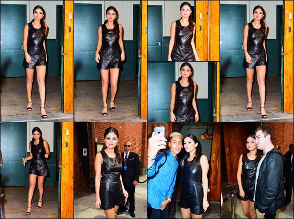 11/09/2015 : Selena Gomez s'est rendue au célèbre défilé de Ralph Lauren Show, qui se situe dans New York. Selena Gomez a posée avec le célèbre Brooklyn Beckham. Quant à sa tenue je n'aime pas trop sa combinaison en cuir, et vous, vous aimez bien ?