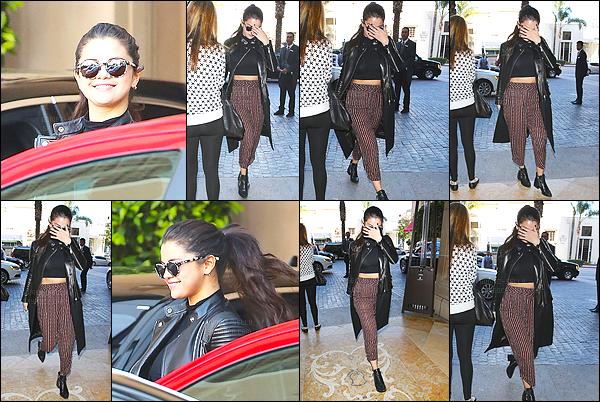 03.03.2015 ─ Selena Gomez a été photographiée, alors, qu'elle quittait l'hôtel « Montage Hotel », à Beverly Hills.Comme d'habitude nous avons très peu de photo et.. Oh Selena Gomez, tente de se cacher de tout les paparazzis ! Je n'aime pas sa tenue, c'est un flop !