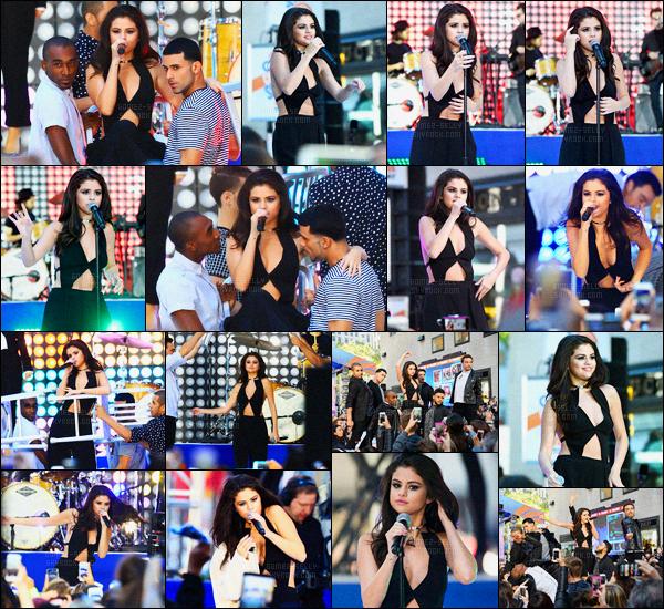 12/10/2015 : Selena Gomez s'est rendue, sur la scène du Today Show, afin de performer, dans New York City. Comme prévue, Sel s'est rendue sur la scène du Today Show pour interpréter ses trois singles, Good for you, Same old love et Me & The Rhythm.