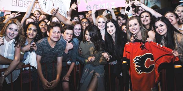 17.05.16 ─ Selena Gomez a donner son huitième concert pour son « Revival Tour » qui se déroulait dans Calgary.Selena Gomez l'a annoncé sur son Instagram, par sécurité, elle risque d'arrêter les meeting avec ces fans à la fin de chaque concert, c'est dommage