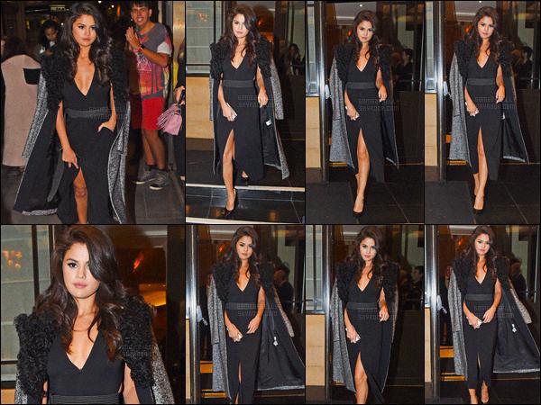 23/09/2015 : Selena Gomez a été aperçue alors qu'elle quittait l'hôtel Dorchester, qui se situe, dans Londres. C'était certainement la dernière sortie de la belle avant d'aller faire un bon dodo à son hôtel ! Elle en a dépenser de l'énergie pendant cette journée.