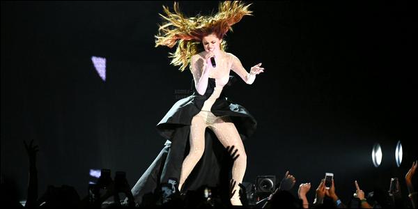 25.05.16 ─ Selena Gomez a donner son treizième concert pour son « Revival Tour », se déroulant, dans Toronto.Selena G. qui continue tranquillement sa tournée à travers le Canada, elle a ainsi déposer ses valises hier soir dans la ville de Toronto... Incroyable !