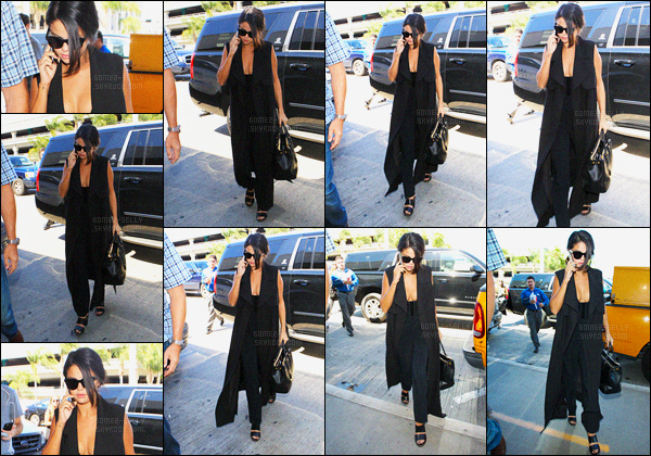 17/09/2015 : Selly G. a été photographiée arrivant encore à l'aéroport LAX toujours dans Los Angeles (CA).  C'est une destination encore inconnu, hâte de savoir ou Selena se rend ! - côte tenue : total black, et comme toujours elle très radieuse !
