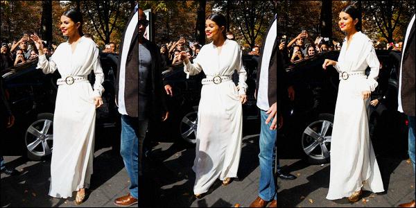 26/09/2015 : Selena Gomez a été photographiée alors qu'elle quittait son hôtel, se situant dans Paris, France. Sel s'est ensuite rendue au restaurant Yeeels, tout d'abord pour déjeuner puis ensuite pour le Revival Event qui devait apparament se déroulait ici.