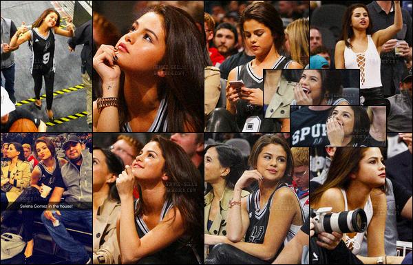 06.02.16 ─ Selena Gomez a été photographiée lors du match des Spurs VS Lakers, à San Antonio, dans le Texas.Lors du match, Selena était en compagnie de son père Ricardo Gomez et aussi de sa cousine. Elle était trop mignonne. Sa tenue à l'air d'être un top.