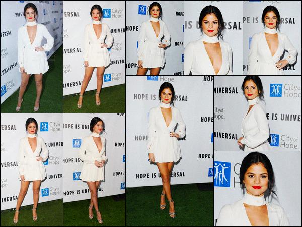 05/11/2015 : Selena Gomez était présente à la cérémonie «Spirit of Life Gala», se situant dans Santa Monica. Notre belle brunette est apparu toute vêtue de blanc, coiffé et maquillée toute simple. Mais la simplicité, c'est le domaine de notre Selena Gomez !