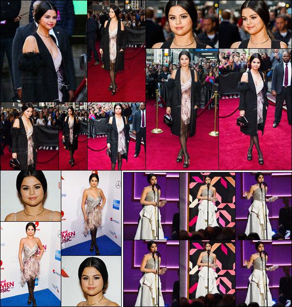 11/12/2015 : Selena Gomez était à l'évènement «Billboard's 10th Women in Music 2015», dans New York. Selena a aborder le tapis rouge avec une première tenue très jolie puis a performer sur Same Old Love dans une tenue tel une princesse ! Deux top.