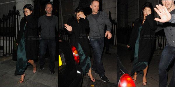 13/12/2015 : Selena Gomez a été aperçue pendant qu'elle quittait le Edition Hotel avec Niall Horan, à Londres. Suite aux rumeurs de couple, Sel déclaré à propos de Niall H. : «Oh mon dieu, non ! Mais je l'adore, ça a toujours été le cas, car il est fantastique.»