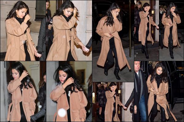 22/01/2016 : Selena Gomez a été aperçue quittant un bâtiment, avec son amie Megan Puleri, dans New York. Encore une fois Sel est sortie avec son amie mannequin Megan Puleri. Pour sa tenue, moi j'aime beaucoup, c'est donc un top. Votre avis à vous ?