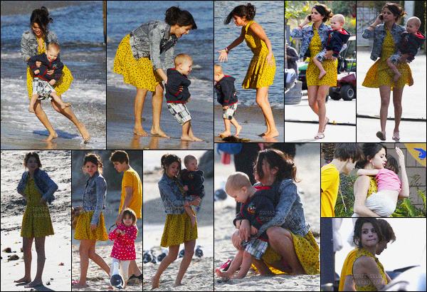 17.02.2012 ─ Selena Gomez a été photographiée, alors, qu'elle était à la plage, avec Justin et sa famille à Malibu.Selena G. est adorable avec le petit Jaxon et la petite Jazmyn qui sont les frères et soeur à Justin B. Sa tenue est très jolie, c'est donc un jolie top !