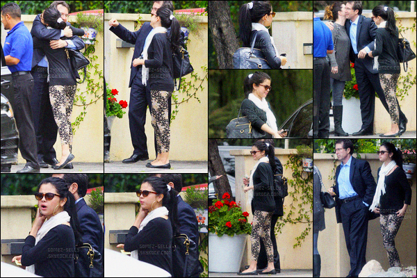 25.04.2012 ─ Selena Gomez a été photographiée alors qu'elle quittait un restaurant, avec sa mère à Los Angeles.Cela faisait un moment qu'on avait pas eu de moment entre Selena G. et sa maman Mandy ! J'adore sa tenue, c'est un vrai top de ma part ! Et vous ?