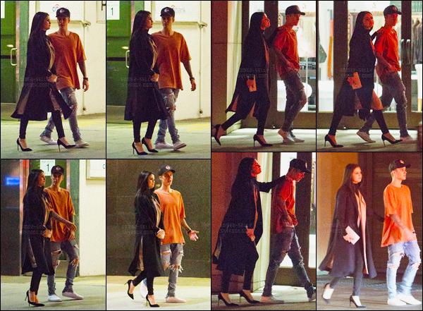 20/11/2015 : Selena Gomez a été photographiée au restaurant avec son ex-petit ami Justin dans Beverly Hills. Selena aurait-elle décidée de lui laisser une dernière chance ? Justin lui a chanté « My Girl » et « Sorry ». Ils ont étaient dans Beverly Hills ensuite.