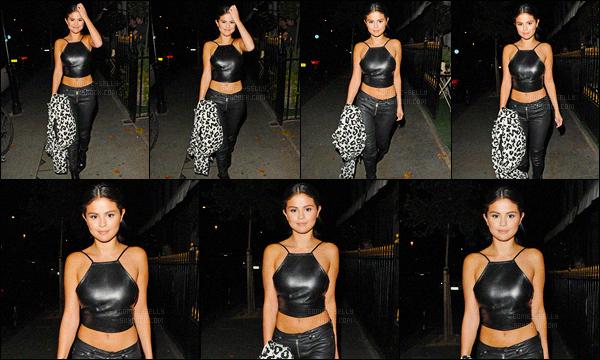- 23/07/15 : Selena Gomez a été photographiée alors qu'elle arrivait au Beach Blanket Babylon dans Londres.   Cette année c'est Londres que Selena a choisis pour célébrer son anniversaire avec ses amies. Quant à sa tenue, j'adore mise à part son manteau..  -