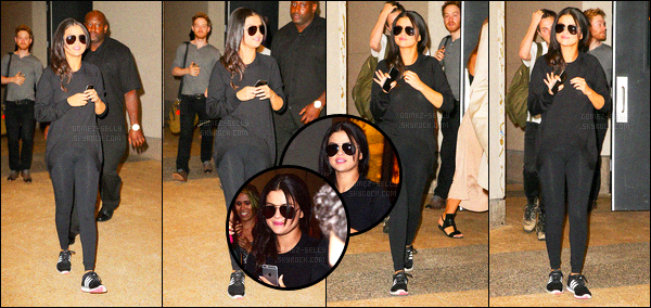 - 23/06/15 : Selena Gomez arrivait à l'aéroport international « JFK » à New-York en direction de Los Angeles, CA.   Un peu avant, toujours avec la même tenue, Selena a été aperçue alors qu'elle quittait les studios télévisés de la chaîne « MTV ». Tu penses quoi ?! -