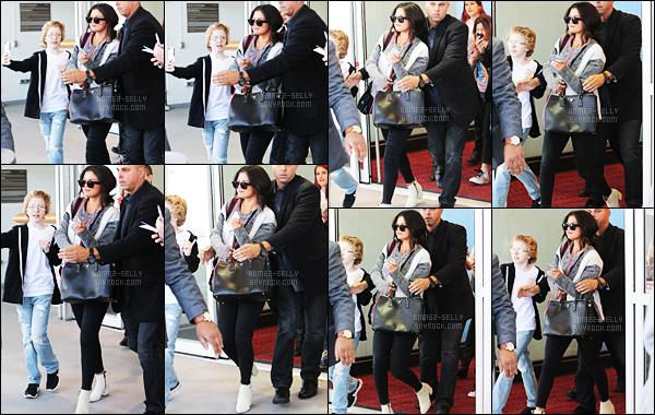 01.05.2015 ─ Selena Gomez a été photographiée, alors, qu'elle arrivait à l'aéroport de JFK, étant, dans New-York.Il est fortement à supposer que l'actrice Selena G. se trouve dans la ville qui ne dort jamais pour le MET Gala 2015. J'ai un coup de c½ur pour ses bottes.