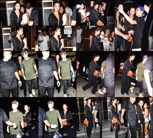 - 22/06/15 : Selena Gomez a été photographiée alors qu'elle arrivait à l'hôtel  «  Chantelle » situé dans New-York.   Selly a opté cette fois pour une tenue 100% dark. J'aime bien mais sans plus. Elle n'aurait peut-être pas dû s'attacher les cheveux avec cette tenue. -