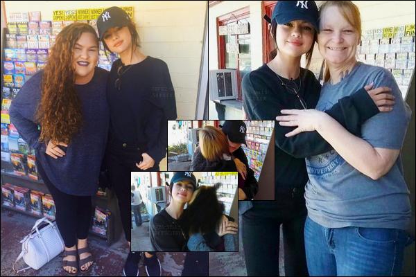 09.11.16 ─ Selena Gomez a été photographiée, dans la matinée,  en compagnie de fans étant dans le Tennessee.Selena G. était libre uniquement le week end, son traitement se terminant en novembre... Elle va donc beaucoup mieux ! Selly a beaucoup maigri..