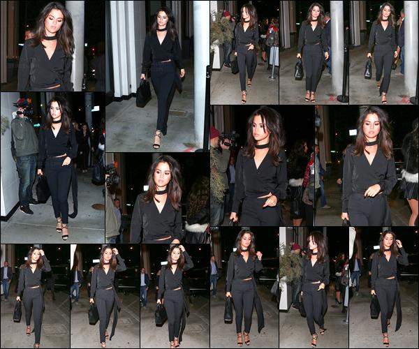 03.12.16 ─ Selena Gomez a été photographiée arrivant puis quittant le restaurant « Catch » dans West Hollywood.On est gâtée, en ce moment, de la part de la belle brunette SG ! Concernant sa tenue, je la trouve très jolie, elle lui va parfaitement bien, c'est un top !
