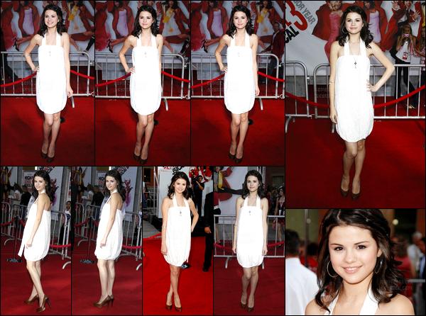 16.10.08 ─ Selena Gomez était présente lors de l'avant-première de « High School Musical 3 » dans Los Angeles.Selena Gomez était présente pour l'avant-première du phénomène mondial. Concernant sa tenue, j'aime beaucoup sa robe même si elle est simple !
