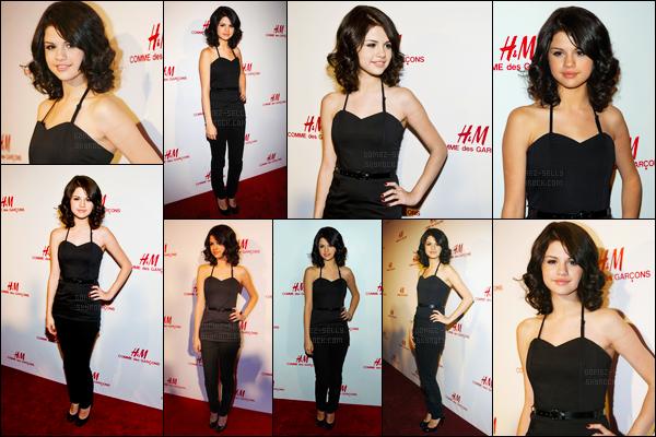 23.10.08 ─ Selena Gomez était présente lors de l'événement pour la marque « H&M » étant dans Los Angeles CA.Journée chargé pour notre belle Selena Gomez ! Concernant sa tenue, c'est tout simple sa tenue, mais c'est un beau top de ma part je trouve, avis ?