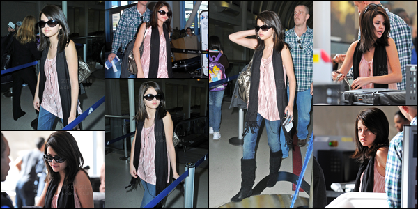 19.11.08 ─ Selena Gomez a été photographiée, alors, qu'elle arrivait à l'aéroport de LAX étant dans Los Angeles.C'est en compagnie de son beau-père que la belle a été photographiée. Concernant sa tenue, c'est simple mais j'aime beaucoup sa tenue.. Un top !