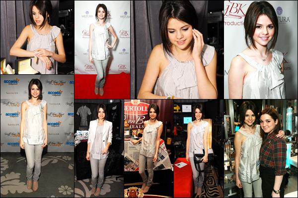 10.01.09 ─ Selena Gomez était présente lors de l'événement des « Stuff You Must » étant dans Los Angeles, CA.Pour la première cérémonie de l'année 2009, Selena s'est rendue à Acces Hollywood. Concernant sa tenue, je ne suis pas du tout fan, c'est un flop..