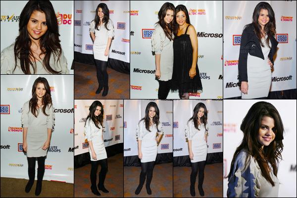12.11.07 ─ Selena Gomez était présente lors des « A Salute To Our Troops » se déroulant dans Los Angeles, CA.La petite protégée de Disney Channel à l'époque n'était pas une grande icône de mode ! Sa tenue est très simple pour une cérémonie, c'est un flop