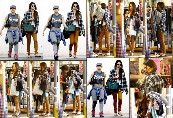 03.01.2014 ─ Selena Gomez a été photographiée, alors, qu'elle faisait du shopping avec Francia dans Studio City.Première sortie de notre belle Selena G. en cette nouvelle année en compagnie de son amie... Concernant sa tenue c'est un top de ma part, vous avis ?!