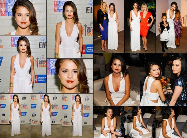 28.01.2014 ─ Selena Gomez était présente à l'événement associatif « Stands Up To Cancer », étant, à Hollywood.Selena G. était vraiment splendide ce soir là, sa robe lui va à ravir et le make-up est simple mais cela lui va tellement bien ! Un gros de ma part et vous ?