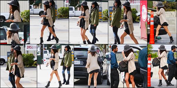 02.02.2014 ─ Selena Gomez a été photographiée, alors, qu'elle quittait le restaurant « Hugo », dans Los Angeles.C'est en compagnie de ses amies, ainsi que son chapeau, que la belle Selly a été déjeuner... Concernant sa tenue, c'est un top de ma part ! Et vos avis ?