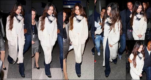 18.02.2014 ─ Selena Gomez a été photographiée alors, qu'elle arrivait à l'aéroport « Heathrow » étant à Londres.Selena Marie Gomez a ensuite été photographiée alors qu'elle arrivait à l'aéroport de LAX à Los Angeles... Concernant la tenue c'est un top de ma part !