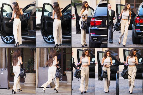 21.02.2014 ─ Selena Gomez a été photographiée, alors, qu'elle arrivait à l'hôtel « Montage », étant à Beverly Hills.Notre belle chanteuse portait un pantalon assez bizarre beige, et un top beige.. J'aime beaucoup le haut et les chaussures mais pas le bas.. C'est un bof !