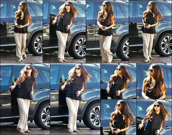 05/03/14 - Selena Gomez a été photographiée, alors, qu'elle arrivait à un rendez-vous dans Sherman Oaks.Plus tard dans la journée elle a été vu commandant au drive du fast-food In-N-Out. Concernant la tenue, c'est un gros flop pour moi.. Et vos avis ?