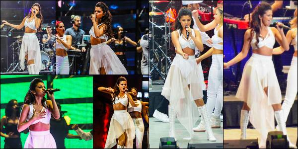 09/03/14 - Selena Gomez a donner cinquante-huitième concert du «Stars Dance Tour», à Houston au Texas.Comme d'habitude, Selena G. a posée avec ces fans lors du Meet & Great, je ne mettrai pas les photos puisqu'elles sont pas HQ. Elle est adorable !