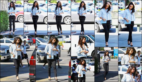 14.03.2014 ─ Selena Gomez a été photographiée, alors, qu'elle quittait le restaurant « Kabuki » dans Los Angeles.Selena Gomez abordait une tenue plutôt simple, décontracté mais super jolie à mon goût ! C'est donc un top de ma part, et vous, vous en pensez quoi ?