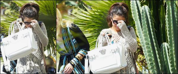 03/04/14 - Selena Gomez a été photographiée alors qu'elle quittait une réunion d'affaire, dans Los Angeles.Selena sort enfin de son trou en ce mois d'avril. Elle était très souriante ! Concernant sa tenue, c'est un top de ma part. Et vous, dites moi vos avis ?