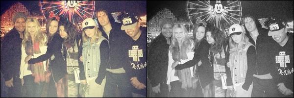 05/04/14 - Selena Gomez a été photographiée, alors, qu'elle était au parc Disneyland à Anaheim, Californie.Selena G était en compagnie de Alfredo et Samantha Droke. Les photos sont MQ.. Concernant sa tenue, on la voit peu, on voit juste son écharpe..