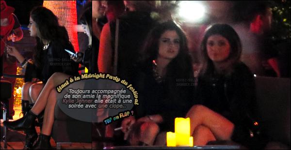 11.04.2014 ─ Selena Gomez a été photographiée, alors, qu'elle arrivait au festival Coachella, étant à Los Angeles.C'est en compagnie de Kendall et Kylie Jenner que la belle S. s'y est rendue. La belle S. se rapproche beaucoup des soeurs... Sa tenue c'est un gros top !