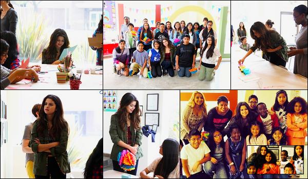 19/04/14 - Selena Gomez avec des enfants pour Heart of Los Angeles, pour faire des décoration de Pâques.Nous le savons Selly est d'une très grande générosité en passant tout un après-midi avec des enfants de Los Angeles. Concernant la tenue c'est top