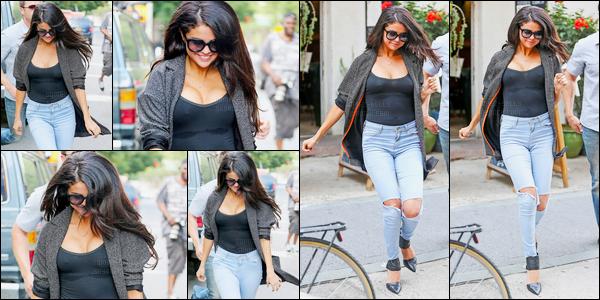 09.07.2014 ─ Selena Gomez a été photographiée alors qu'elle quittait le restaurant Bedford dans New-York City.Plus tard dans la journée, la belle SG a été vue quittant Allswell à Brooklyn... Concernant la tenue, un soutien gorge n'aurait pas été de refus pour Selly.