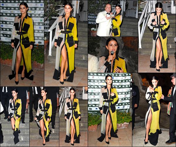 18/07/14 - Selena Gomez a était présente au « Ischia Global Film and Music Festival », sur l'île Ischia, Italie.Selly a participer à la première de son nouveau film Rudderless. Concernant la tenue de la belle, je ne suis pas réellement fan mais c'est pas moche.
