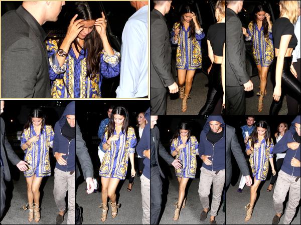 22/07/14 - Selena Gomez a été photographiée quittait un restaurant pour retourner sur le yacht à  St Tropez.Selena a ensuite été photographiée sur le yatch pendant qu'elle fêtait son vingt-deuxième anniversaire en compagnie de ses amies. Sa tenue est top