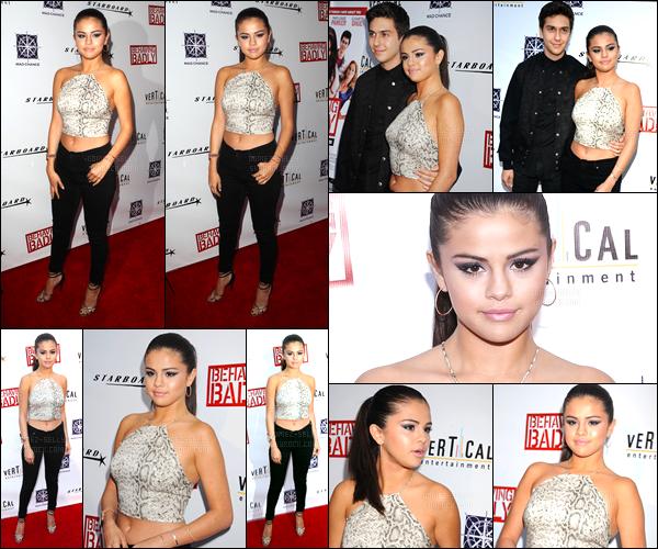 29/07/14 - Selena Gomez était présente, lors de l'avant-première, de « Behaving Badly », dans Los Angeles.C'est en compagnie de son co-star Nat Wolff que Selena a posée. Je suis un peu déçue de la tenue simple pour une AP.. Mais elle n'est pas moche.