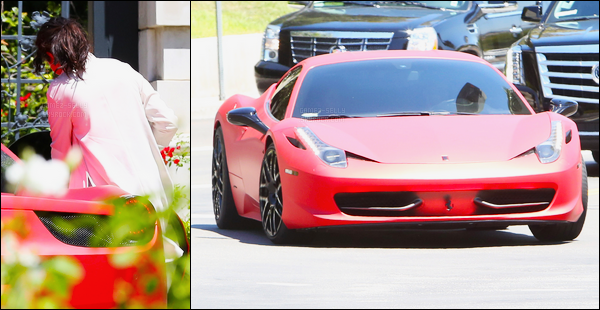 17/08/14 - Selena Gomez a été photographiée, alors, qu'elle quittait son domicile, étant dans Los Angeles.La belle a quittée son domicile afin de montée dans la voiture de Justin Bieber. Alors le couple, de retour ou pas de retour ? On les voit même pas