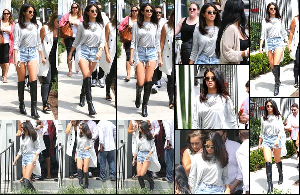 19/08/14 - Selena Gomez a été photographiée, alors, qu'elle quittait le Gracias Madre dans West Hollywood.Enfin une vrai news de la belle, il était temps ! Concernant sa tenue, j'ai un gros coup de coeur je la trouve vraiment très jolie personnellement, top