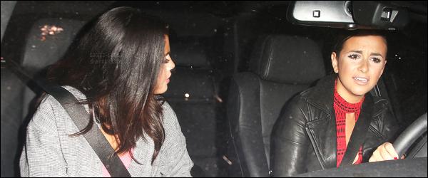 23.08.2014 ─ Selena Gomez a été photographiée alors qu'elle se dirigeait vers un immeuble étant à Los Angeles.Plus tard, Selena Gomez a été vue quittant le Château Marmont avec une amie. Des rumeurs courent, qu'il y avait également Justin Bieber et Zayn Malik.