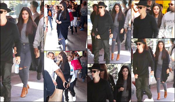 06.09.2014 ─ Selena Gomez a été photographiée alors qu'elle retournait à son hôtel étant dans Toronto, Canada.Selena Gomez était présente à NYC le temps d'un event puis a filer retrouver son chéri Justin Bieber... Concernant sa tenue, j'adore, c'est donc un top !